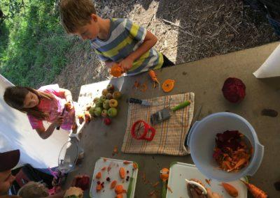 děti a krájení zeleniny