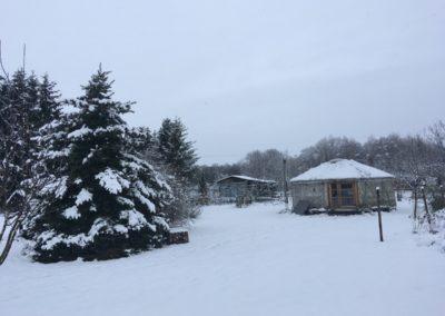 zahrada a jurta v zimě